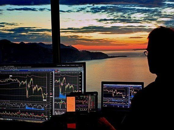 Kuinka ansaita rahaa osakkeilla?